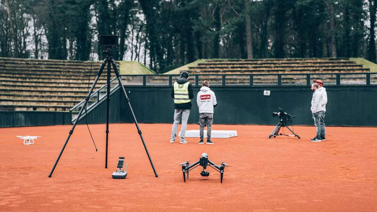 Inspire 2 mit Drone Operator am Set