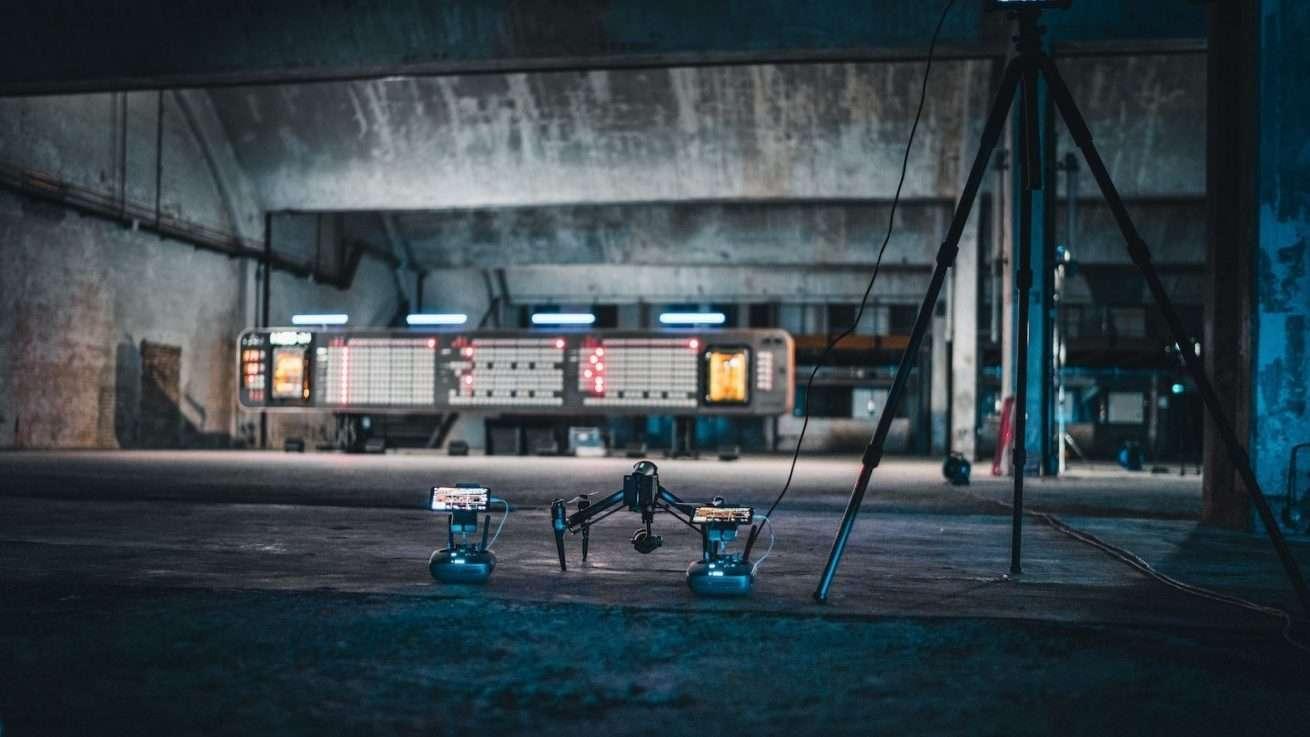 Indoor Drohnenaufnahmen bei Filmproduktion